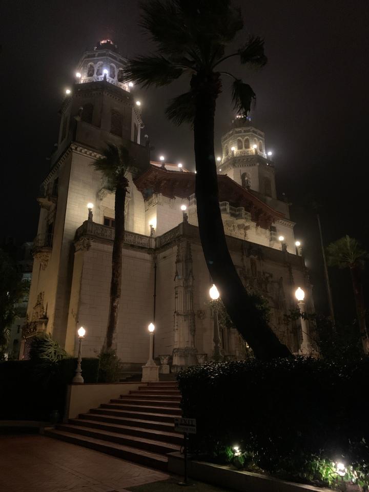Замок на зачарованномхолме